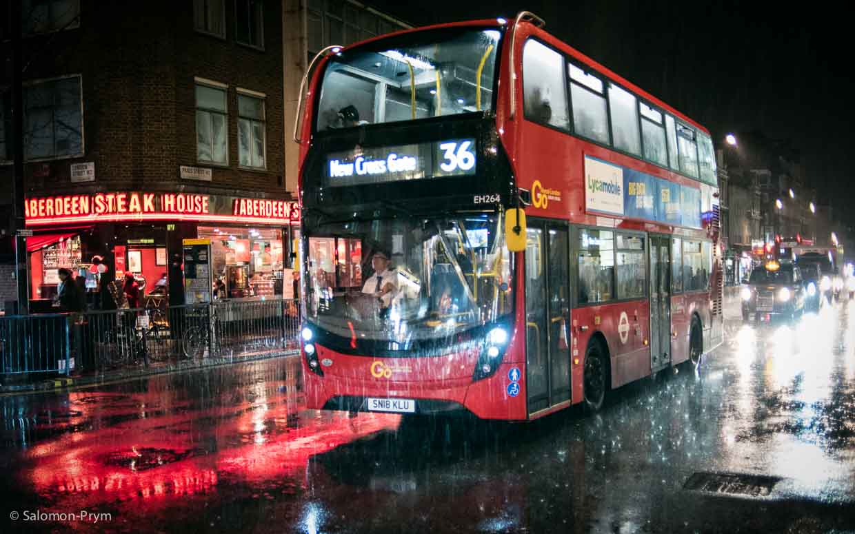 London, Great Britain, Paddington Station/Praed Street at night – Lodon. Großbritanien, Bahnhof Paddington/Praed Street nachts